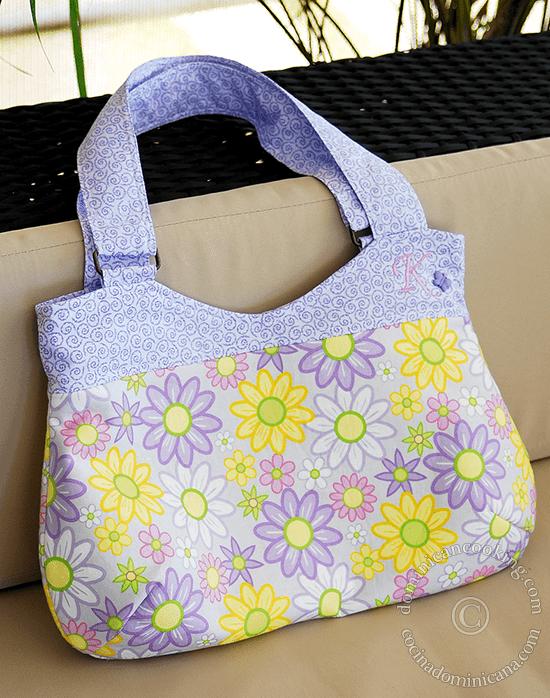Pretty, floral handbag free pattern