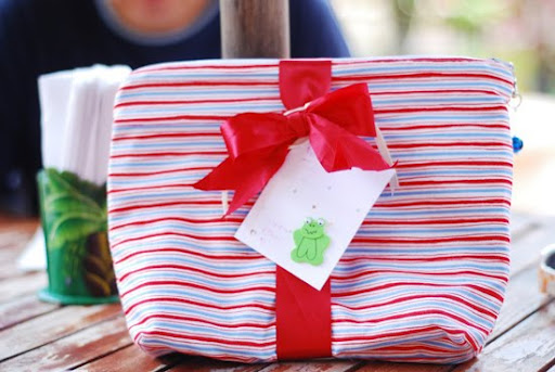 Reusable gift wrapping