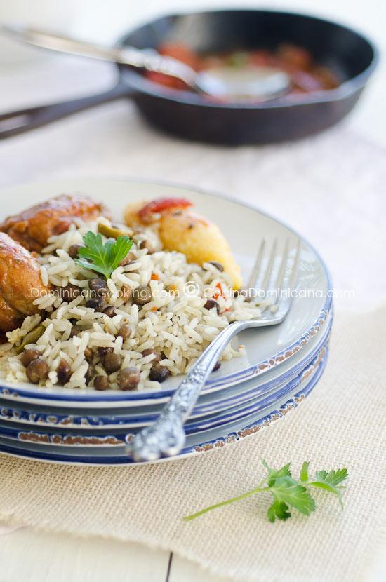 Moro de guandules con coco (Rice, pigeon peas and coconut)