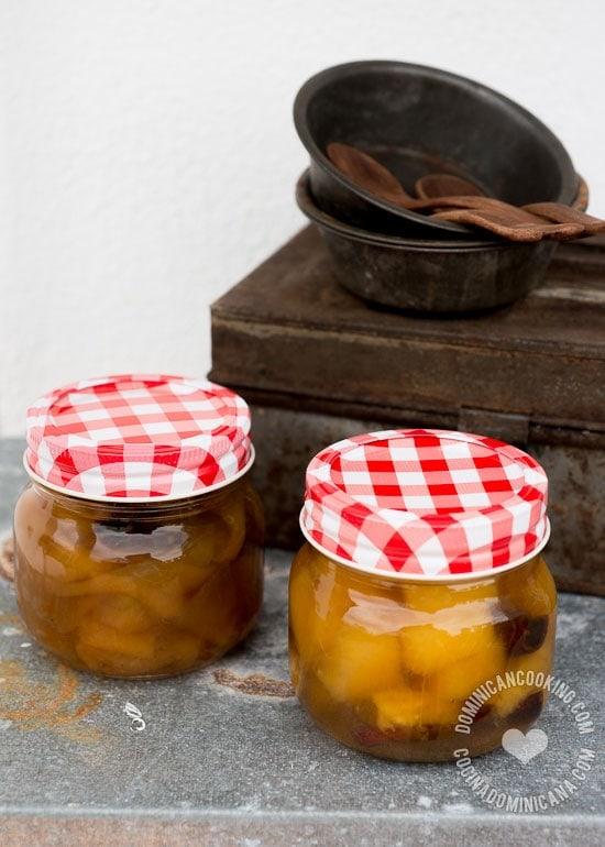 Receta Dulce de Fruta en Almíbar: Añade un poco más de dulzor a tus frutas frescas. Puedes usar cerezas, piña, lechosa (papaya) u otra fruta de tu preferencia.