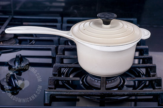 How Pots and Pans Affect Food and Health: the materials used to make kitchen pots, pans and frying pans could affect the nutritional quality of food.