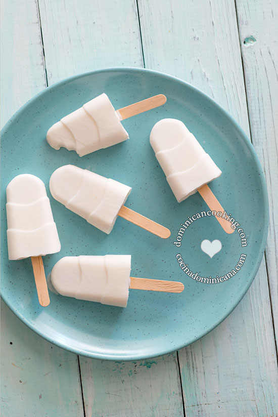 Paletas de Coco Recipe (Coconut Popsicles): a very delicious dessert that requires no cooking and one that even your children can prepare.