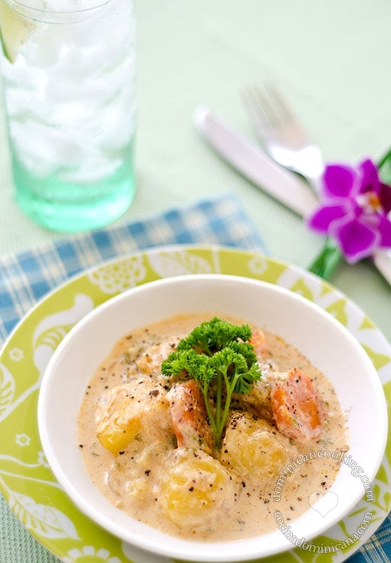 Potatoes with Parsley and Paprika Sauce