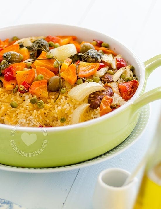 Oven-Cooked Rice with Chorizo Recipe: For a lazy weekend the perfect dish, it is quick, easy and tasty. Add more of your favorite vegetables if you want.