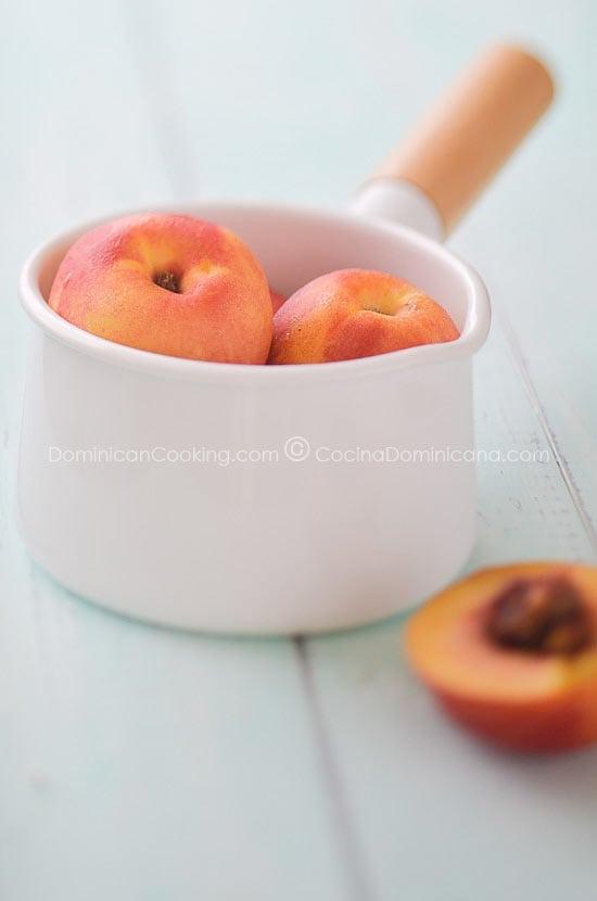 Receta Tarticos de Queso Cremita y Fruta en Almibar: solo requieren 3 ingredientes y son fáciles de hacer, y puedes usar rellenos dulces o salados.