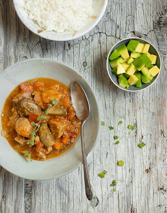 Berenjena Guisada con Cerdo (Braised Pork and Eggplant) Recipe: a delicious, curry-like dish that is very popular in the Dominican Rep.