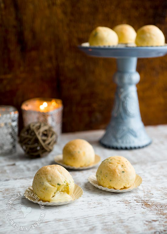 Baked Bollitos de Yuca Recipe (Cassava and Cheese Balls)