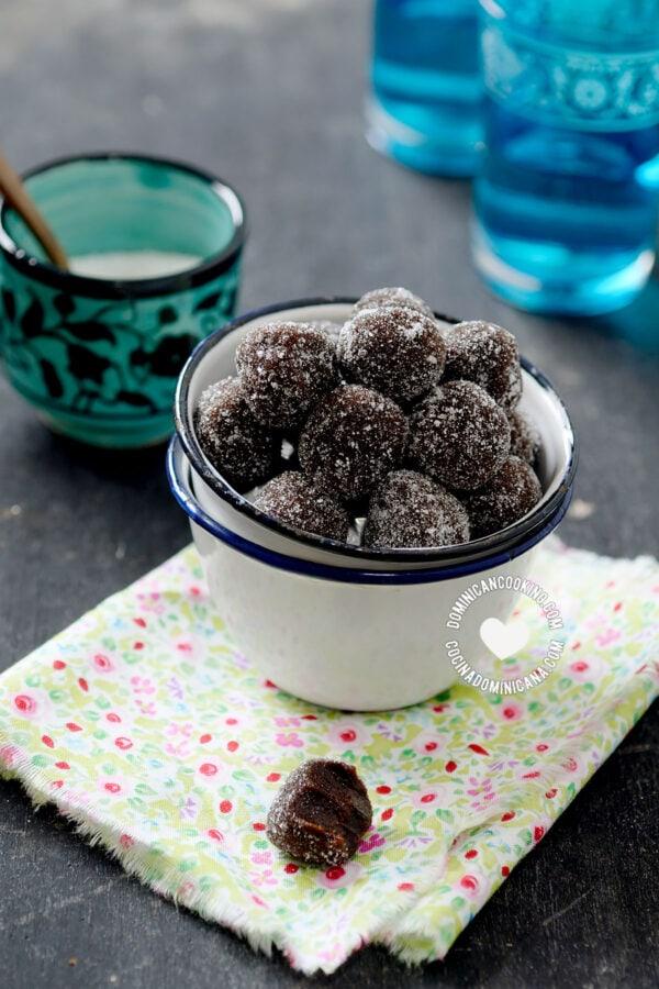 Bolitas de Tamarindo (Tamarind Candy Balls)
