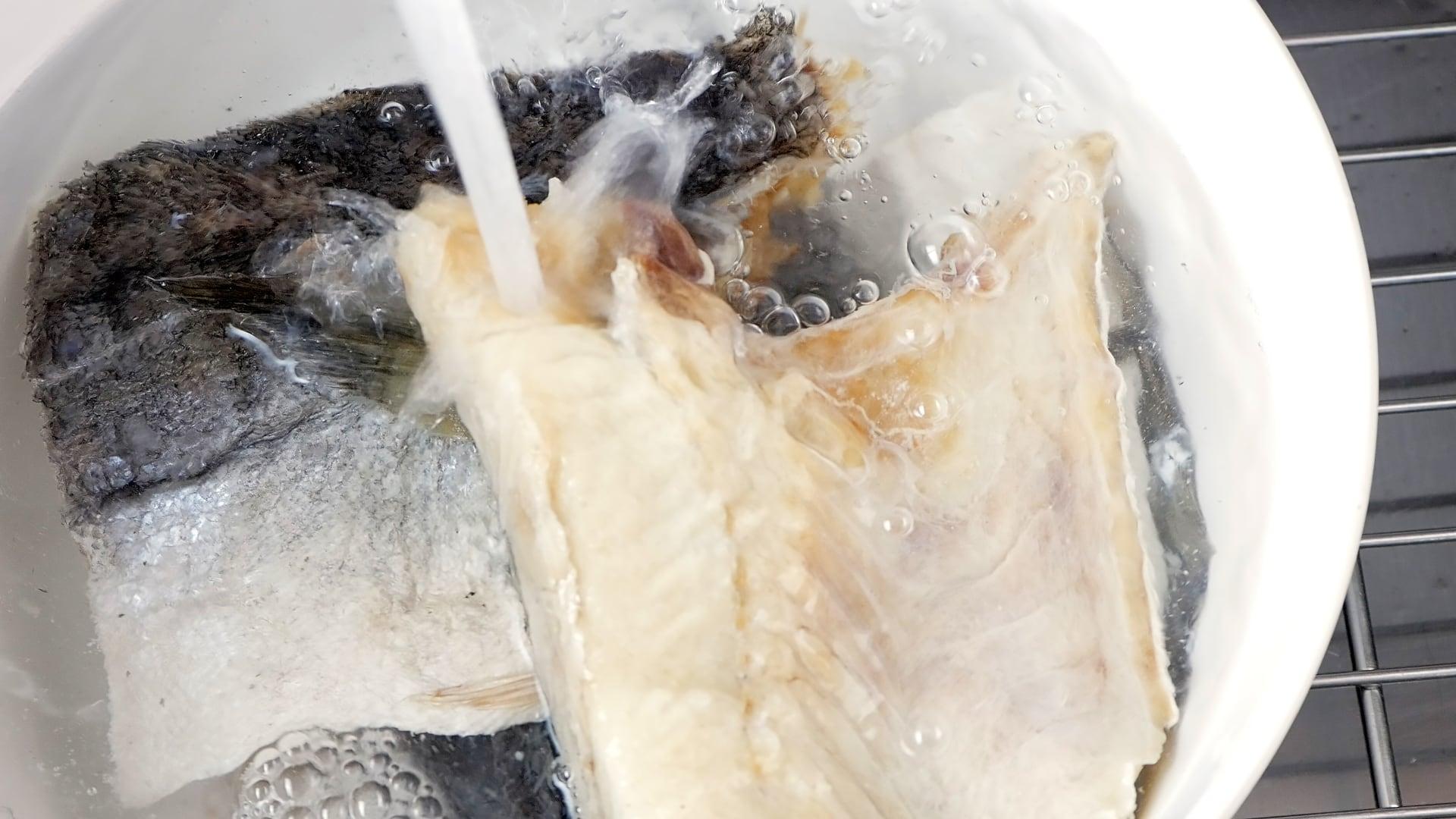 Desalting codfish