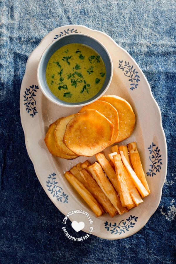 Batata (boniato) and yuca (cassava) fries with dip
