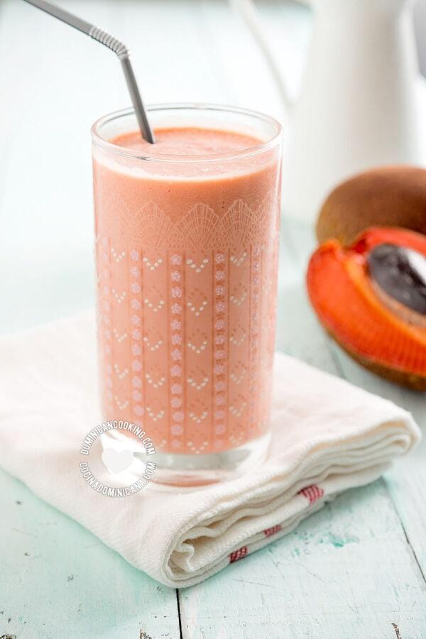 Batida de Zapote - Sapodilla Milkshake and Fruit