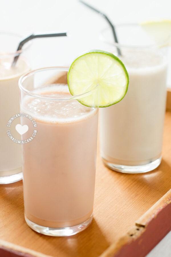 Batida de Níspero - Sapodilla Milkshake and Fruit