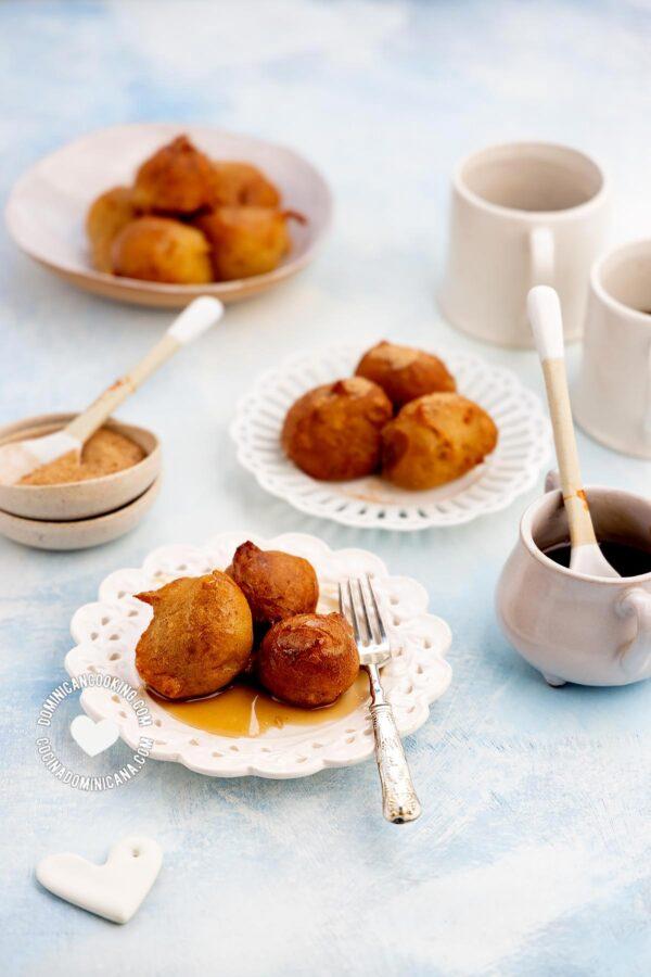 Buñuelos de Viento en Sirop (Choux Pastry in Syrup)