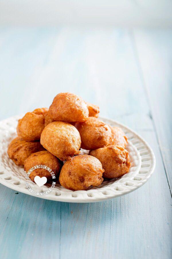 Buñuelos de Yuca (Cassava Sweet Puff Fritters)