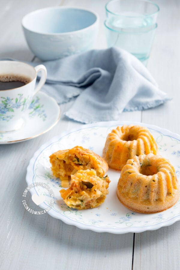 cornmeal and cheddar muffins
