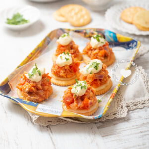 Tray with chicken in a biscuit cracker