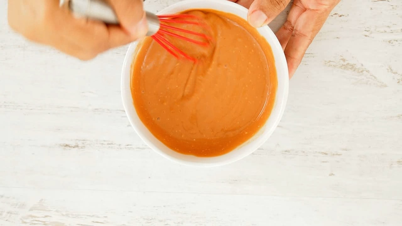 Mixing sauce