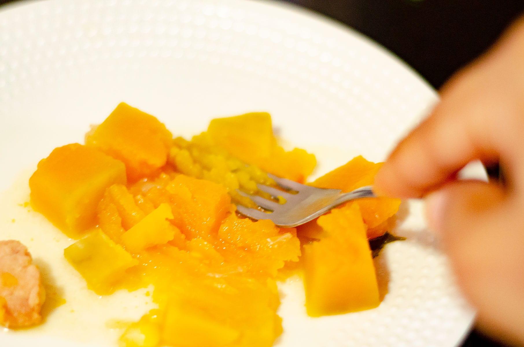 Mashing pumpkin (auyama)