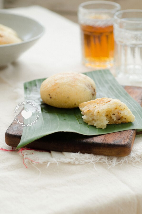 Dominican pan de yuca