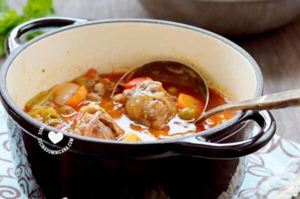 Dominican oxtail stew (rabo encendido)