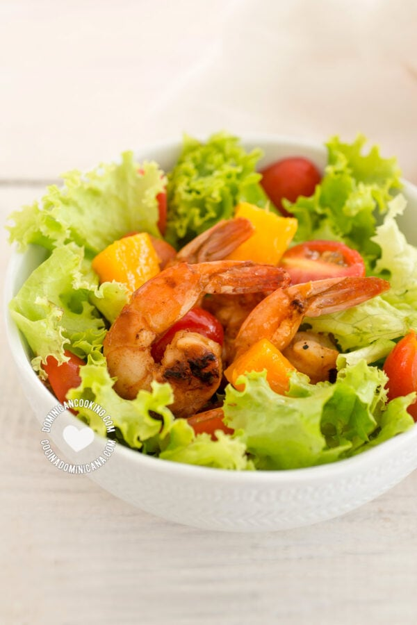 Grilled shrimp and mango salad in a bowl