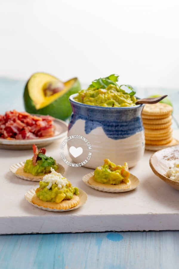 Avocado and Garlic Crackers Party Food