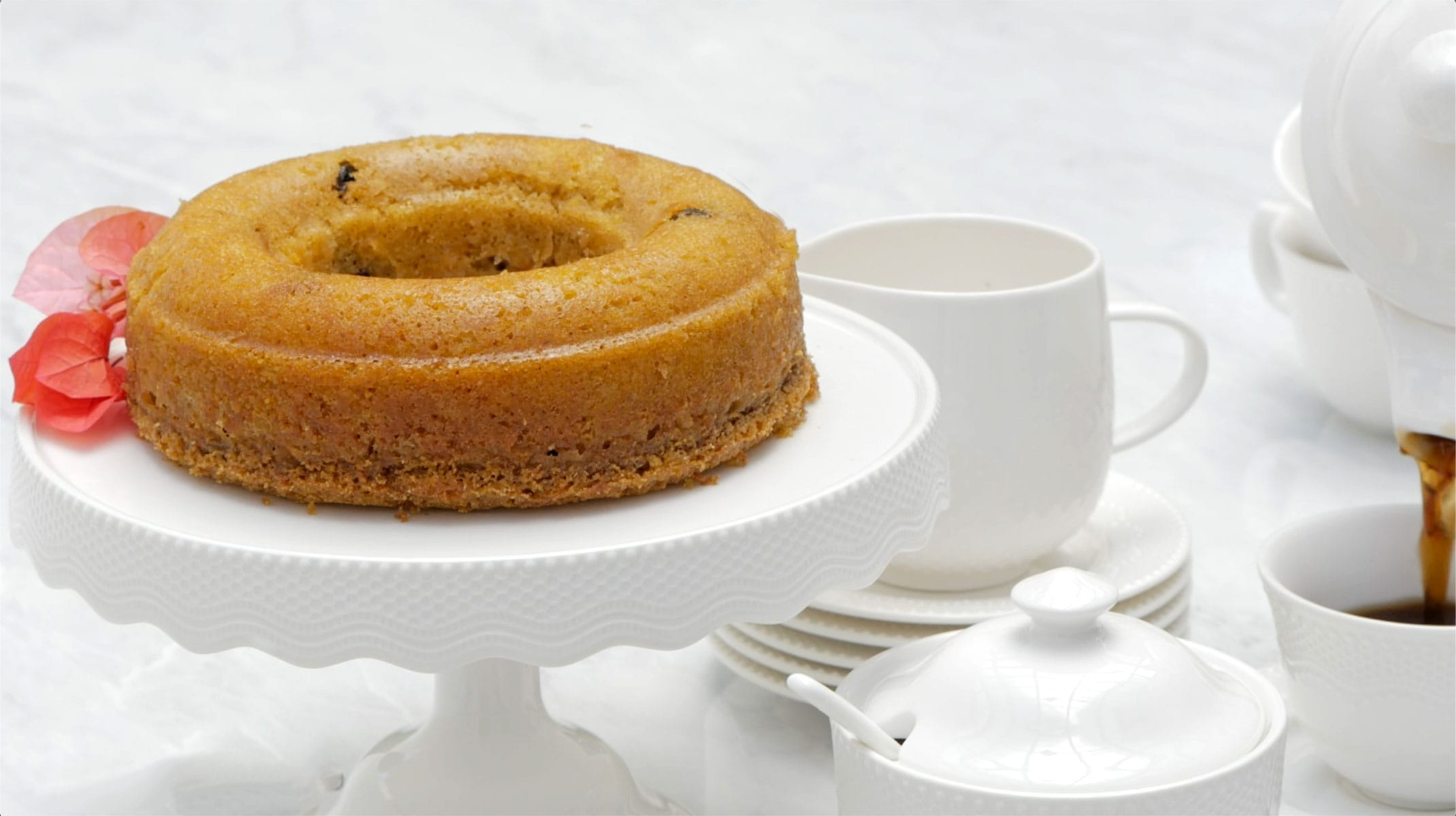Serving coffee with cornmeal cake