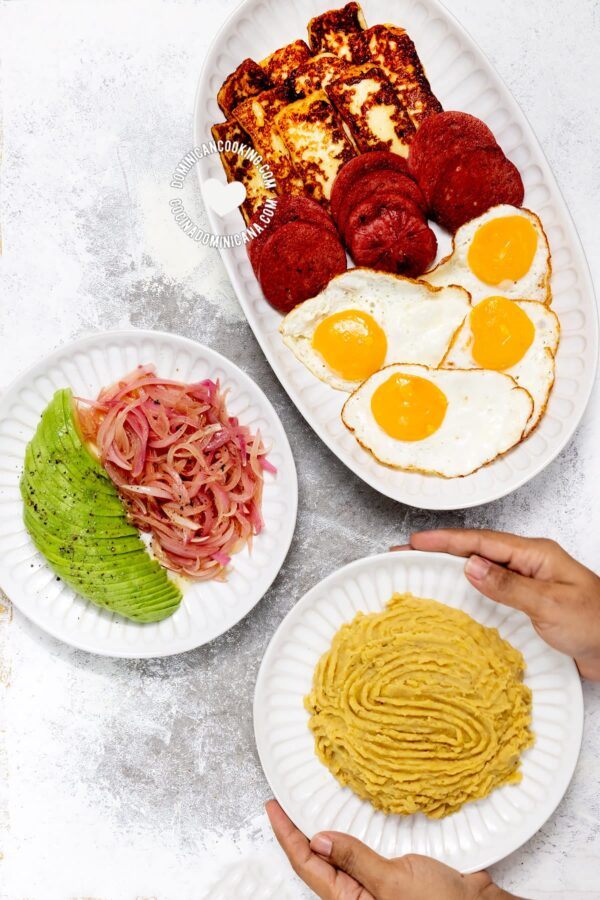 Los tres golpes - Dominican breakfast