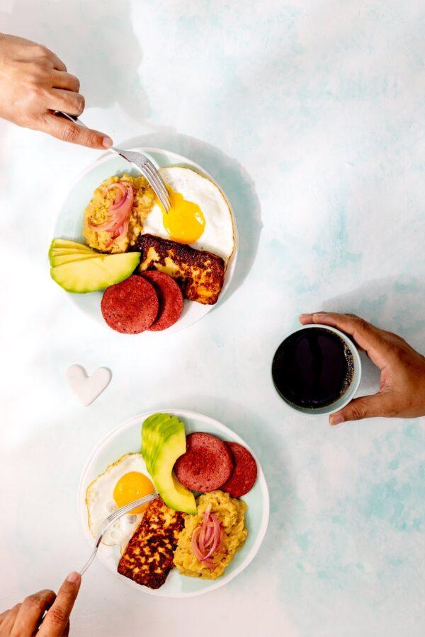 los tres golpes Dominican breakfast