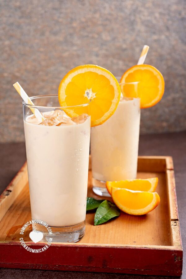 Morir Soñando (2 Glasses of Milk and Orange Juice)