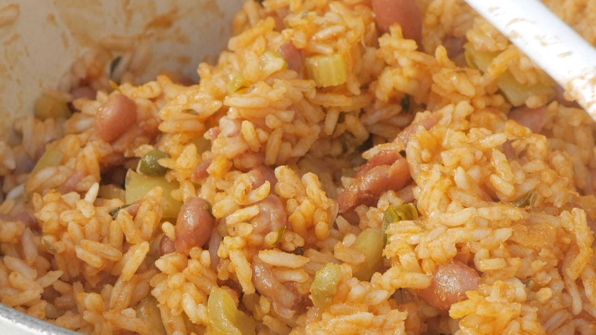 Cooking rice with beans rice