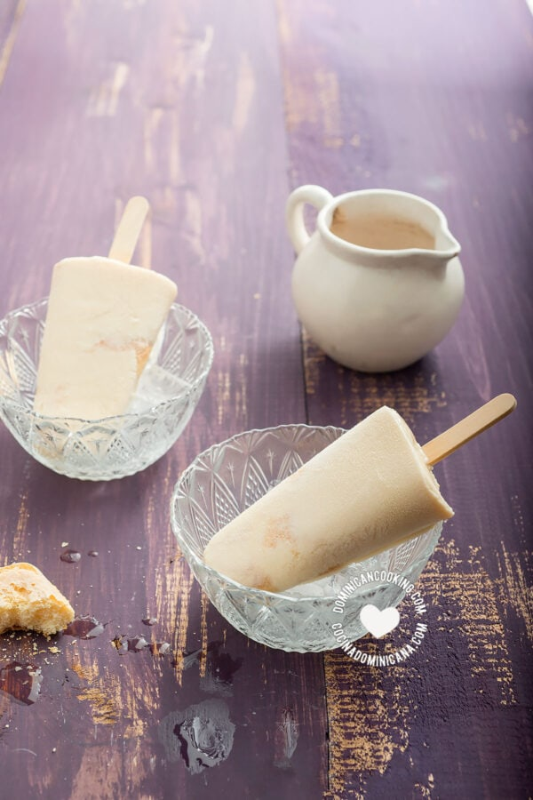 """Easy """"Tres Leches"""" Popsicles"""