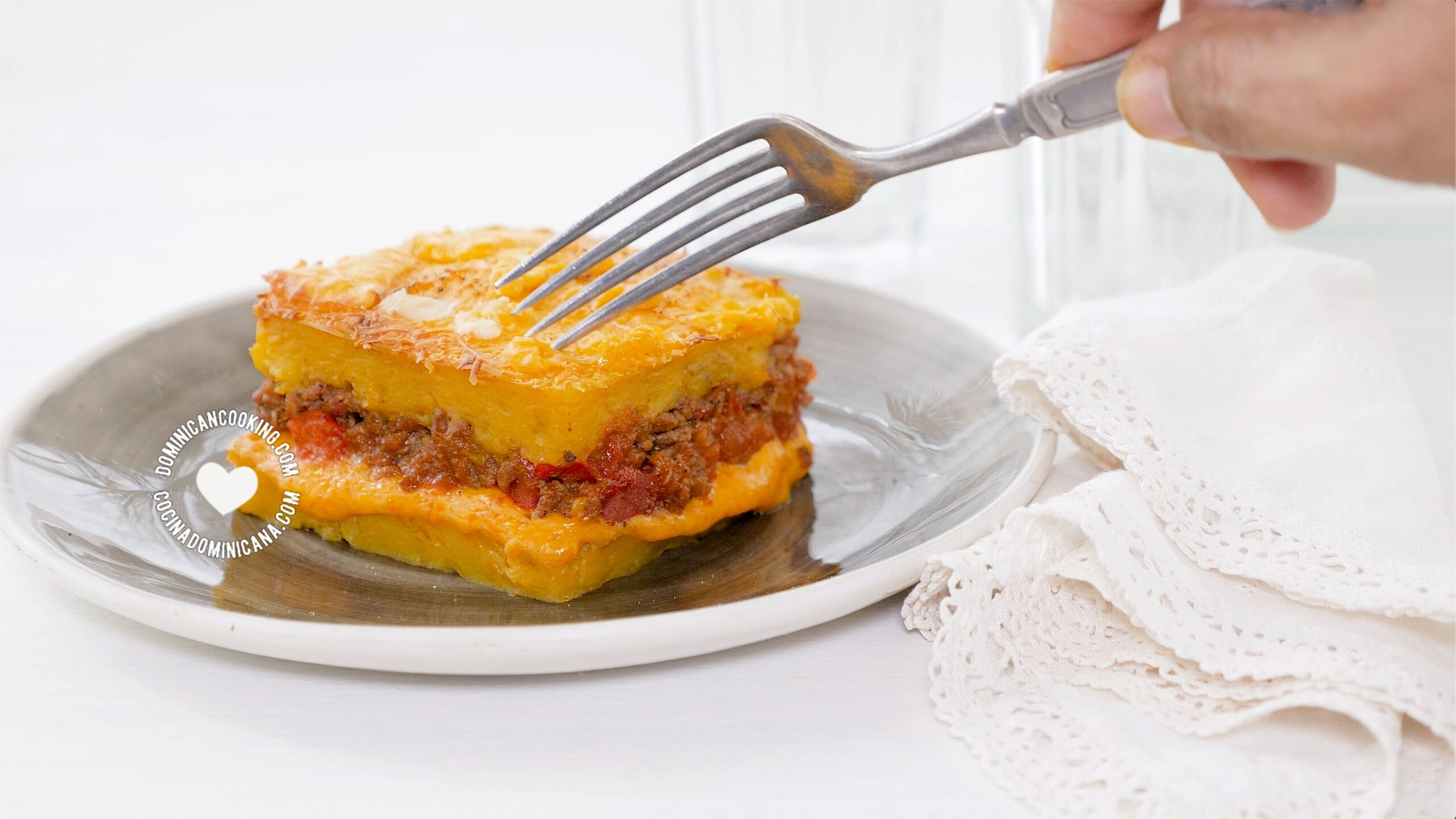 Serving pastelon