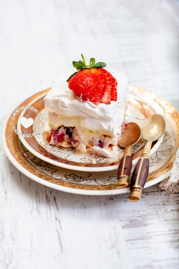 strawberry trifle with ladyfingers