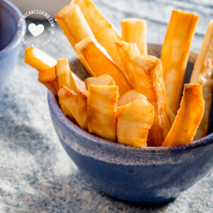 Yuca frita (fried cassava)
