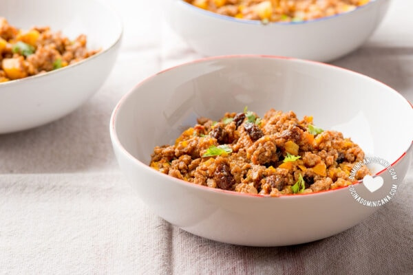 Minced beef and raisins stuffing