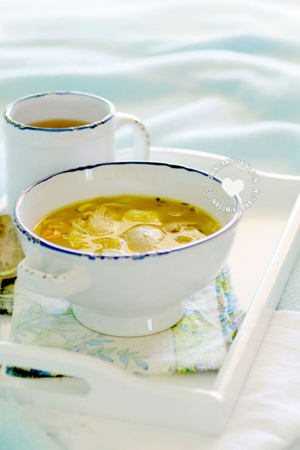"Caldo de Gallina Criolla o Pollo (A bowl of ""old hen"" or chicken Soup)"