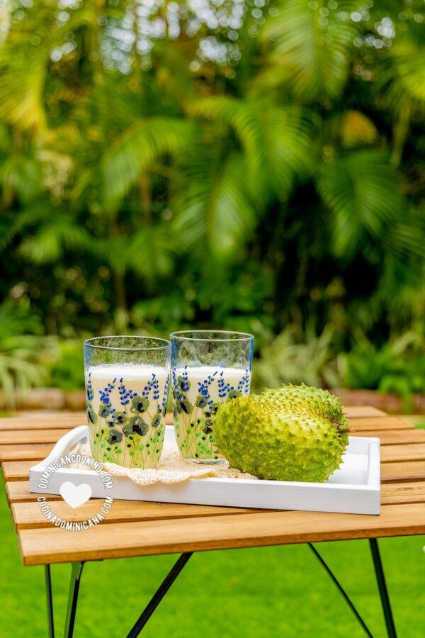 Champola de guanábana en el jardín