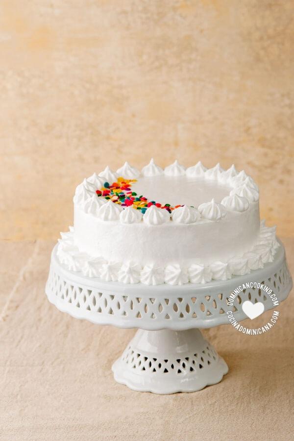 Suspiro (Meringue Icing for Dominican Cake)