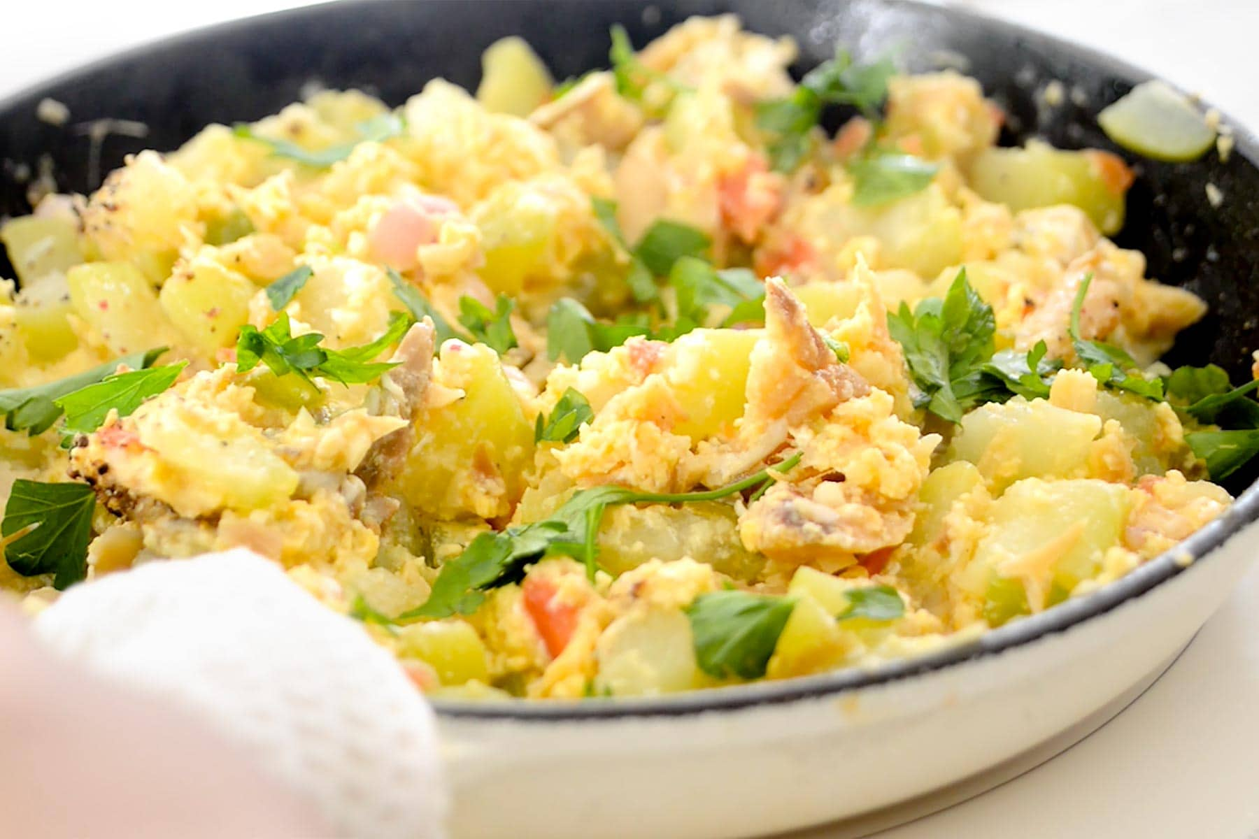 Pan with codifish, egg and chayote ready