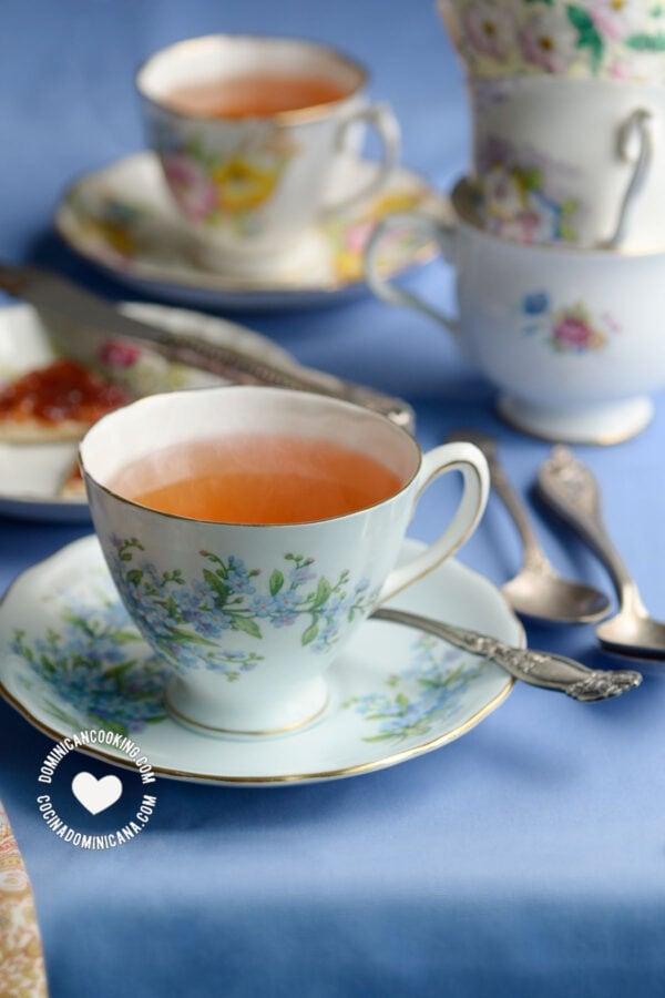 Cups of te de jengibre (ginger tea)