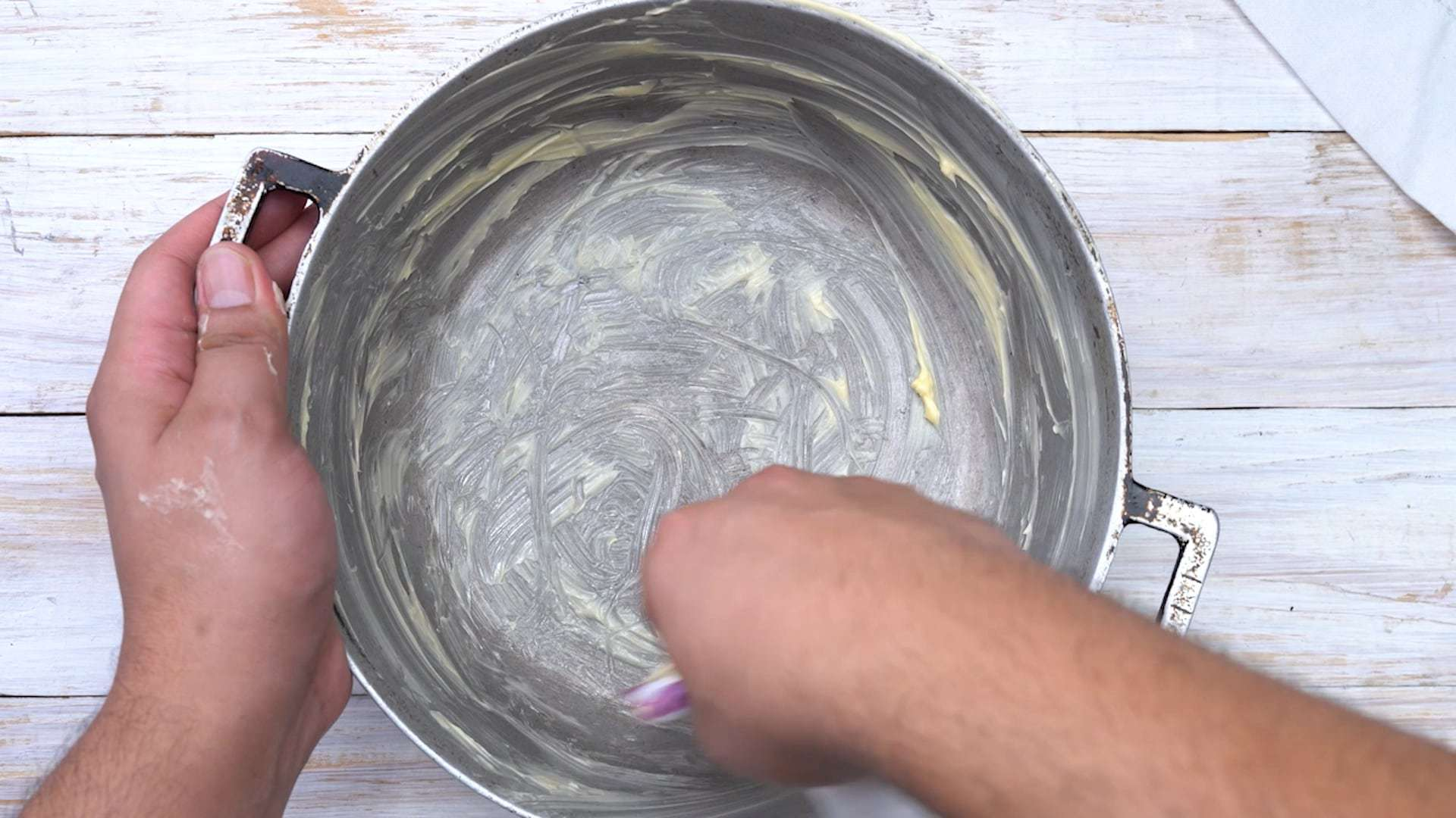 Greasing mold